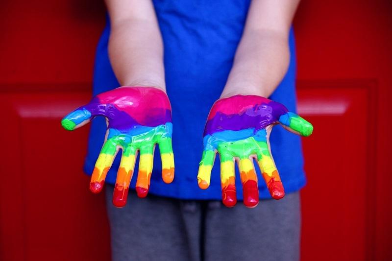 ידיים צבועות